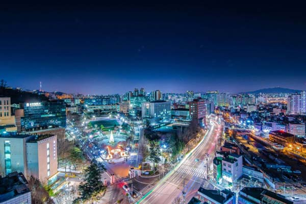 Khuôn viên trường Đại học Sogang, Hàn Quốc nhìn từ trên cao vào ban đêm