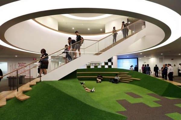 Bên trong tòa nhà của trường được thiết kế độc đáo